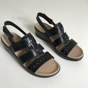 Clarks  Lexi Qwin Leather Cut-Out Sandals